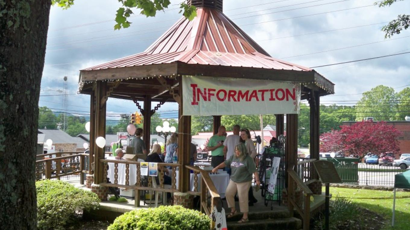 Morgan County Tourism Alliance Information Booth at the 2016 Tennessee Mountain Laurel Festival – Sumer Newport