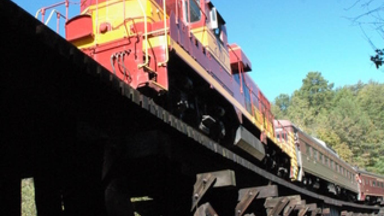 Train traveling on Loop trellis – Jim Caldwell
