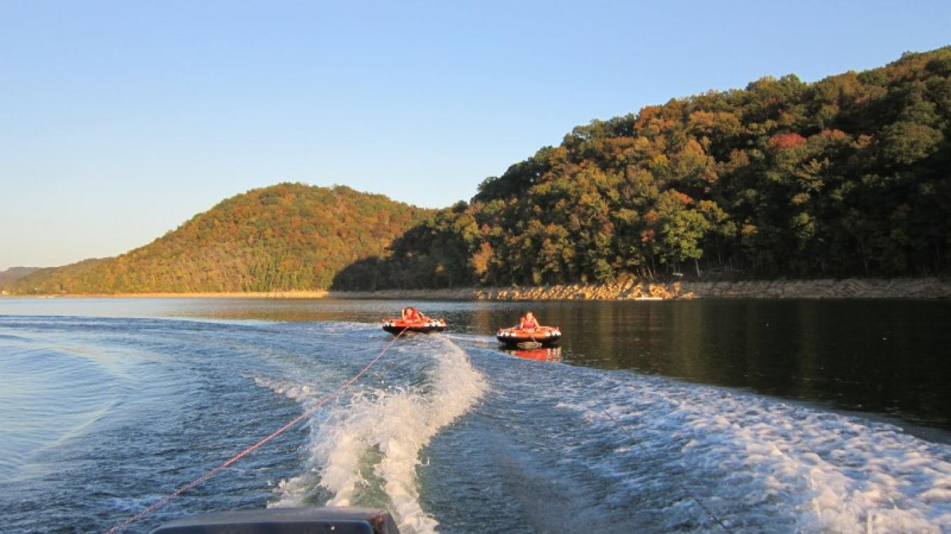Ski Boat, Pontoon, and Tube rentals