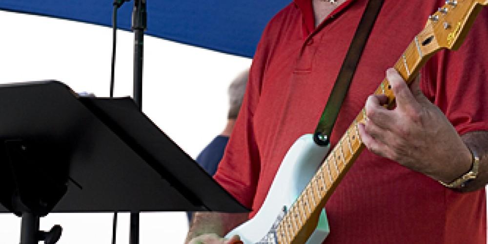 Jeff Stewart playing at Music on the Mountain. – John Birkholz