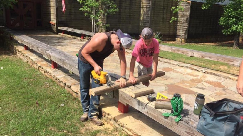 Volunteers Fixing – FaceBook