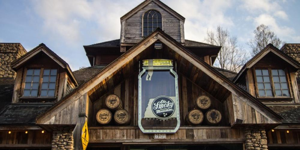 The Ole Smoky Distillery, known as the Holler, offers tours and Tennessee moonshine. – ehrlif / Shutterstock.com