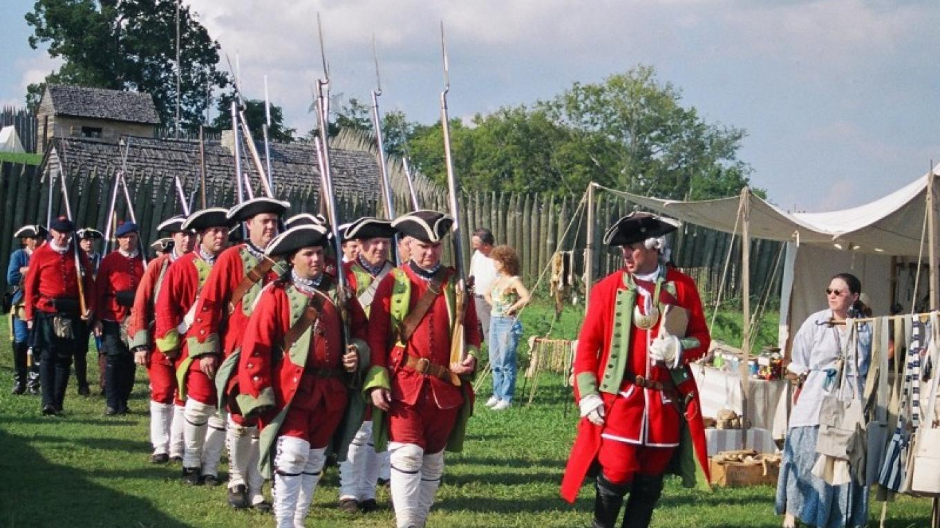 Red Coats march out at For Loudoun – State Photo