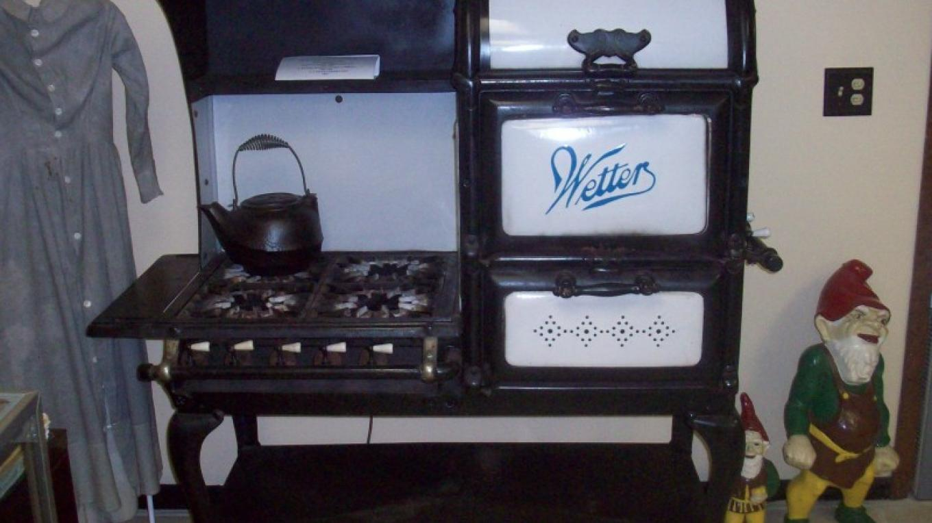 Displays include an antique gas range made in South Pittsburg, Tenn., in the 1920s. – Dennis Lambert