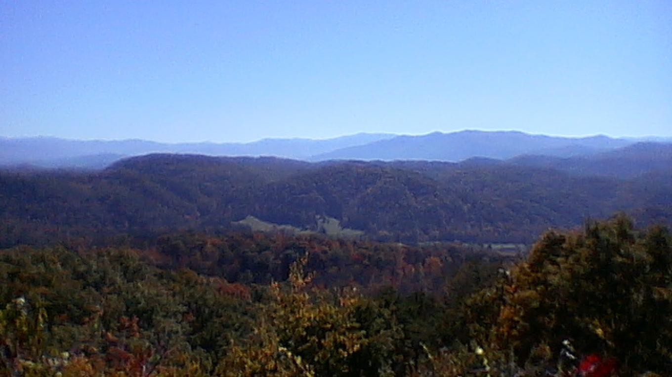 View along Foothills Parkway west. – Jeanie Hilten