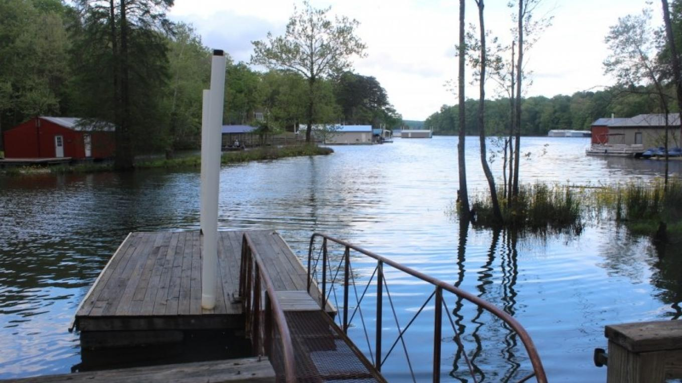 Find Pickwick Lake vacation rentals, then book directly with the best tour guides; the rental owner or local manager.