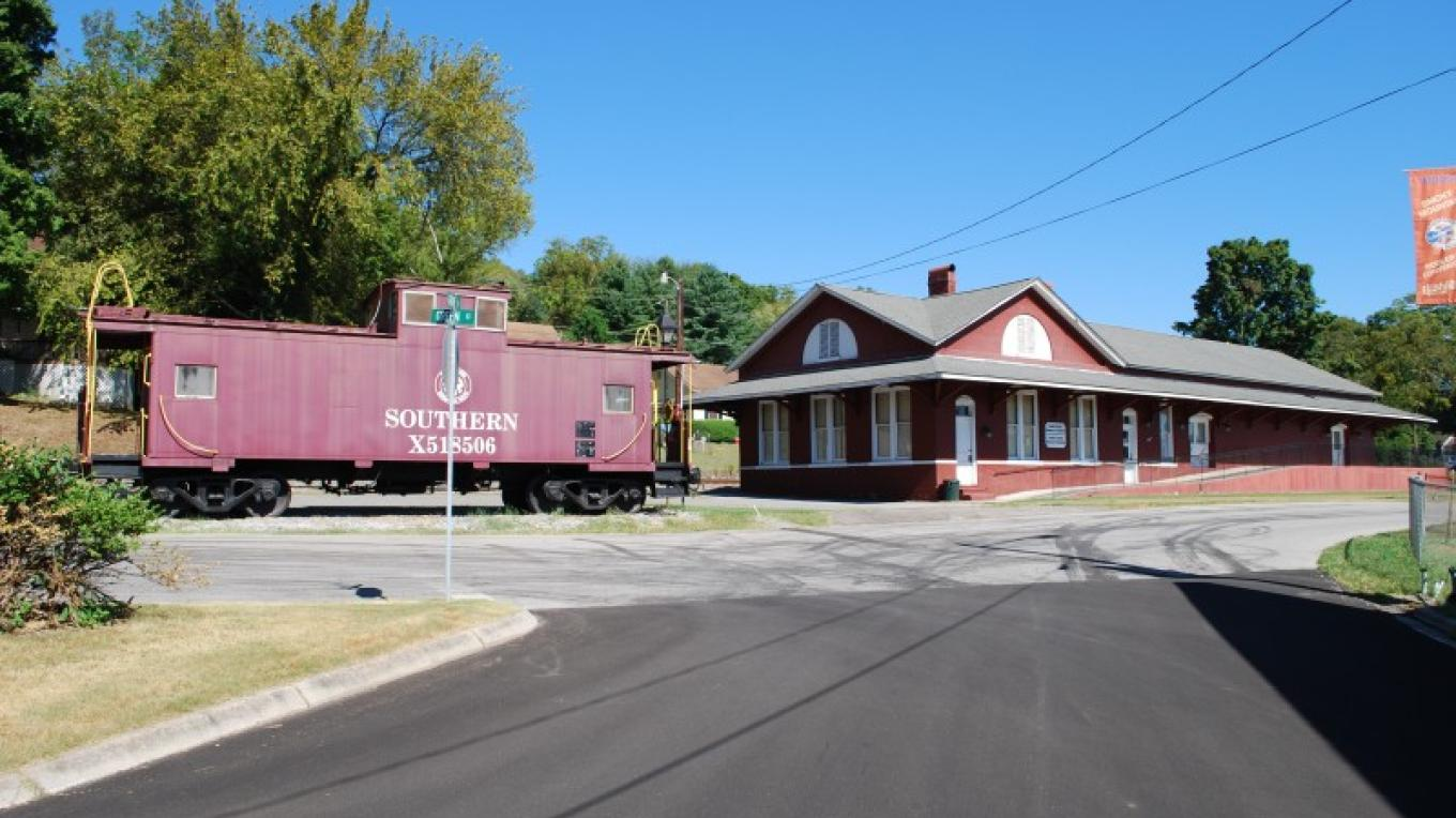 Loudon Depot – Aimee Pangle
