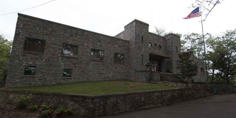 The Guntersville Armory was constructed in 1936 under President Roosevelt's Works Progress Administration.  In 2006, the Guntersville Museum was relocated here. – Brad Wiegmann