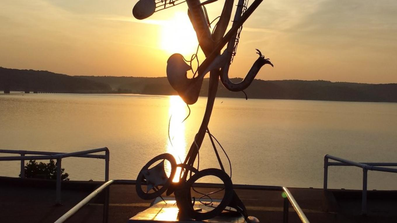 Sunrise at Kenlake's amphitheater – Jeff Russell
