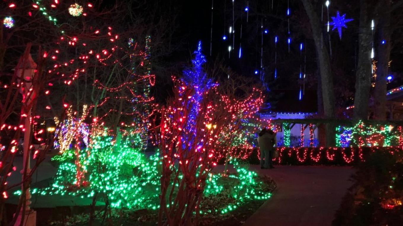 Pattis Settlement Christmas Lights 2020 Grand Rivers Festival of Lights   2020 | Tennessee River Valley