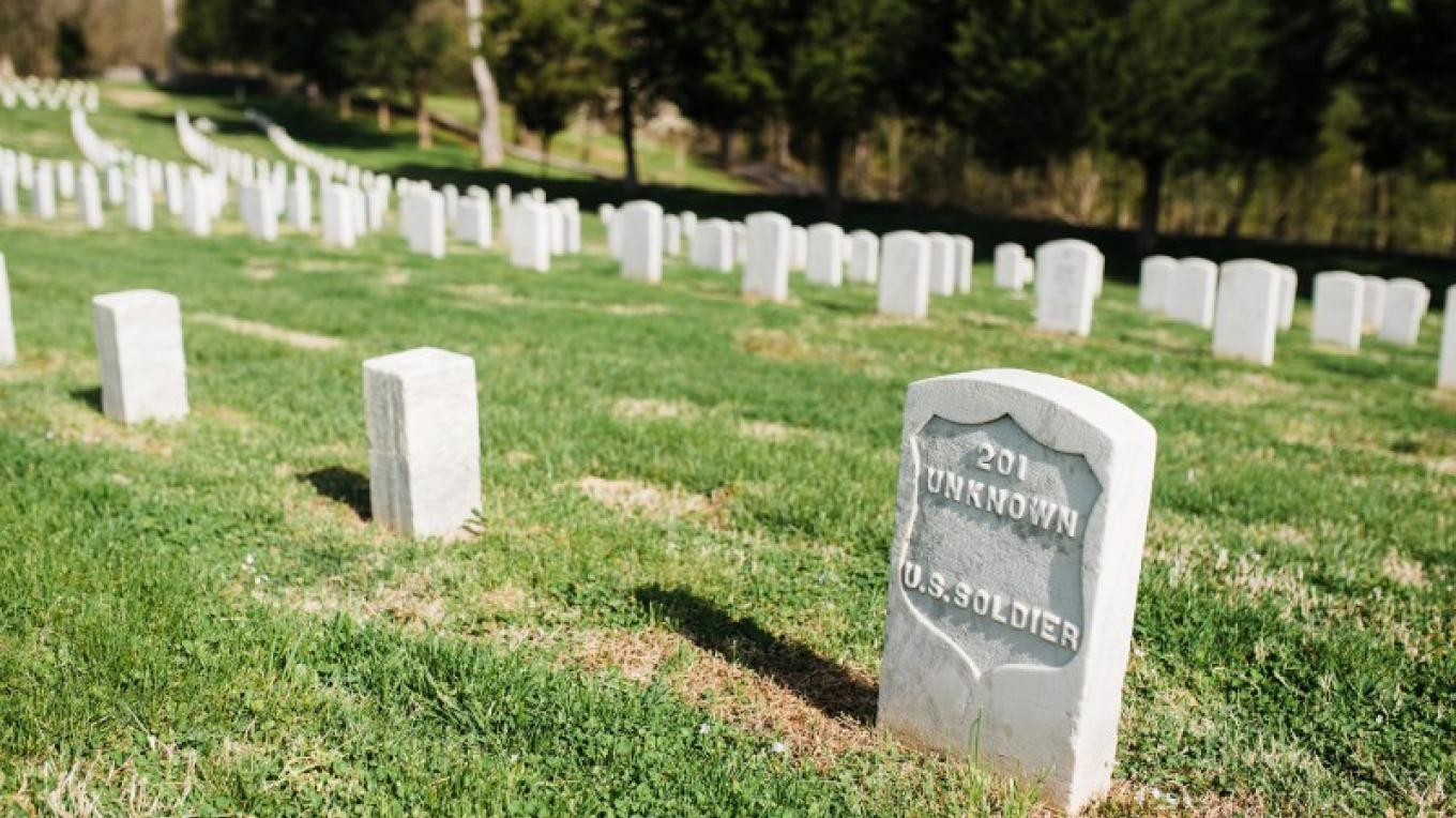 Fort Donelson National Cemetery – Cari Griffith