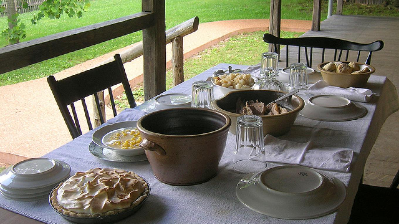 Learn authentic historical cooking methods at the Homeplace at Land Between the Lakes. – Land Between the Lakes staff