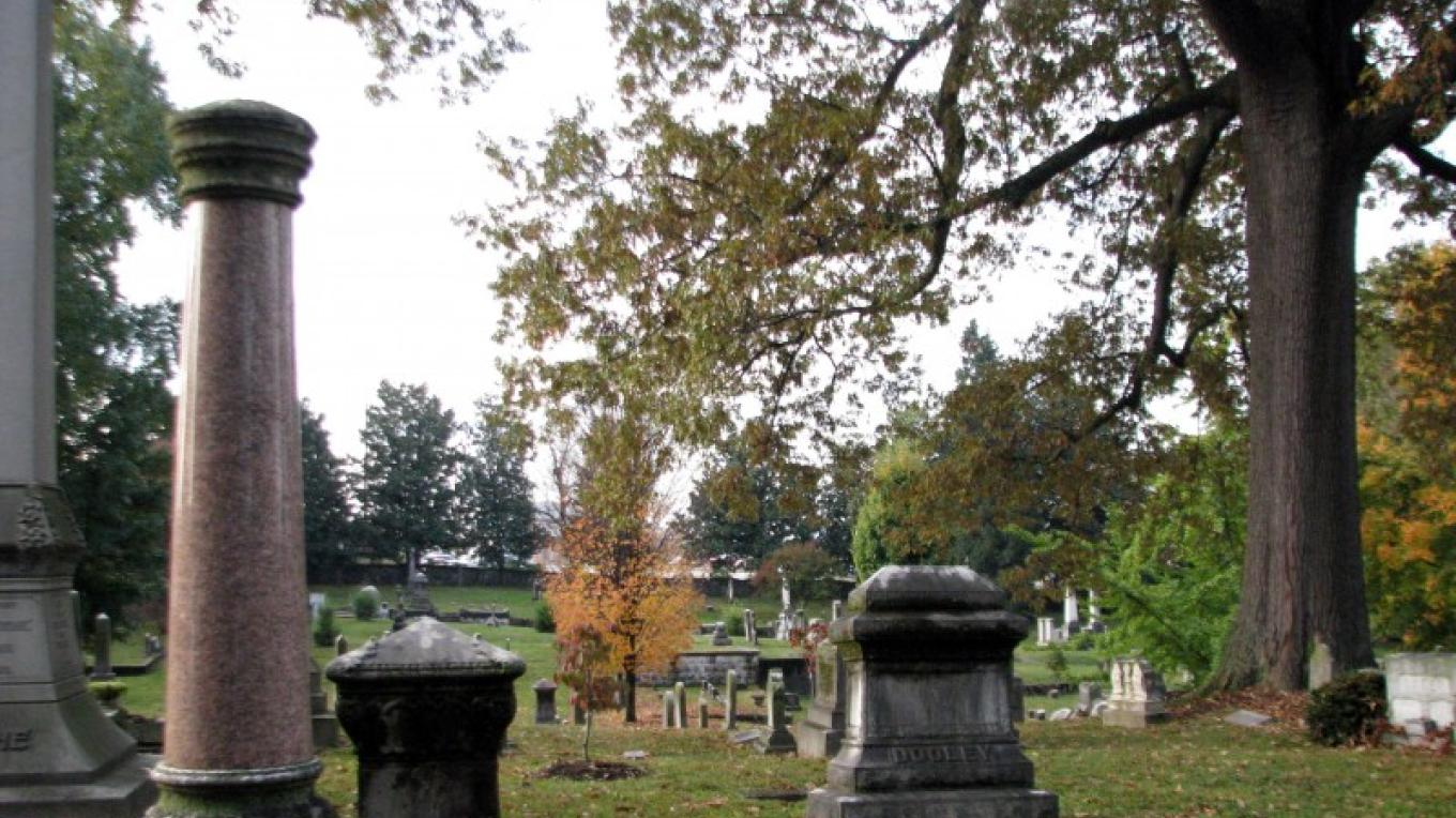 Old Gray Cemetery in downtown Knoxville includes13 acres of beauty and history. The cemetery was founded in 1850 an in an excellent examples of Victorian art and architecture. – TNdaytripper