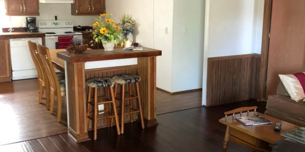 Open living room and kitchen – Karin Landers