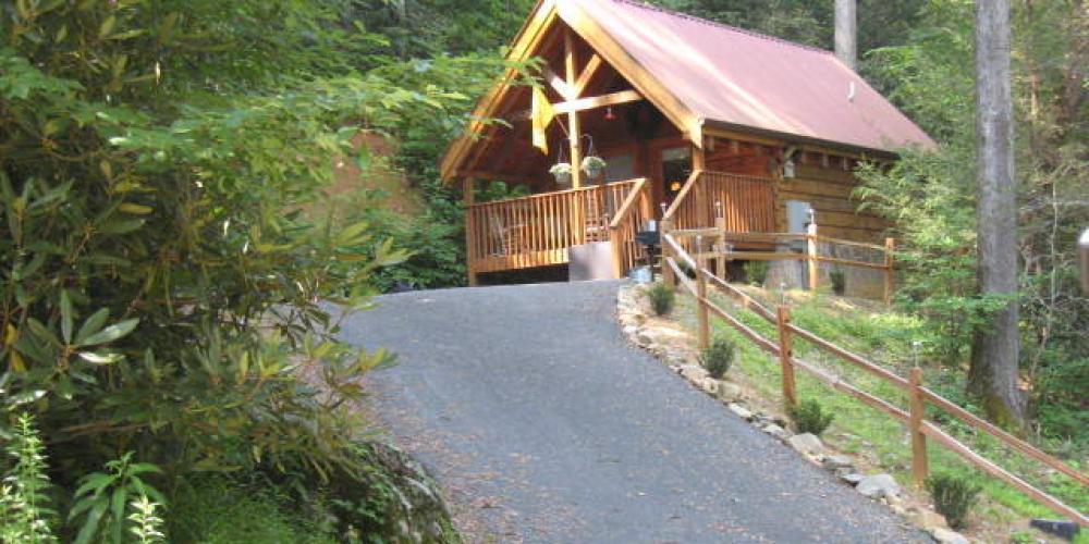 Bear's Trail cabin in downtown Gatlinburg