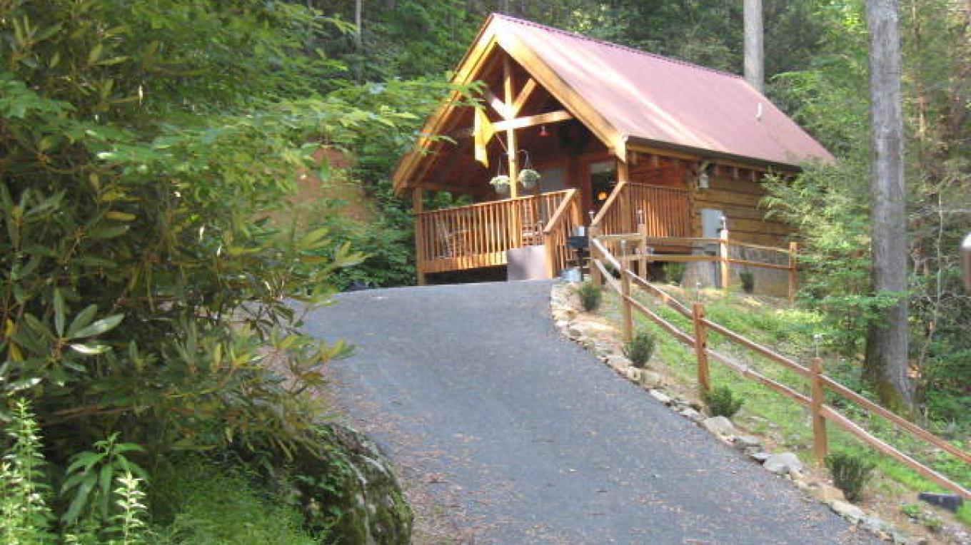 Bear's Trail cabin in downtown Gatlinburg