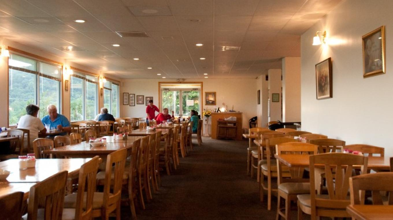 Carver's AppleHouse Restaurant - great country cookin'. Apple Cider Barbecue, Fish, Daily Specials - all meals are served with apple fritters and apple juice. Beautiful view of the orchard. – Molly Gilbert