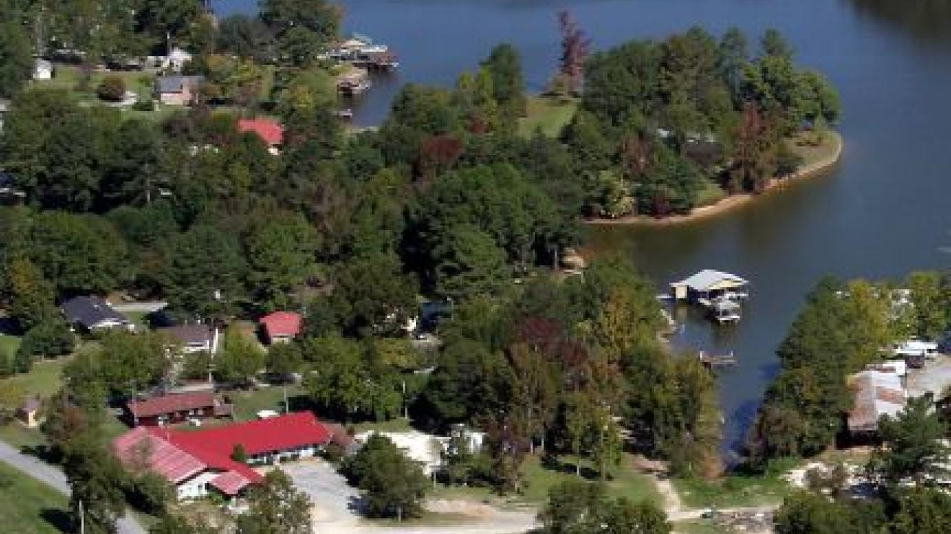 Aerial view of Bay Springs Country Inn & Marina