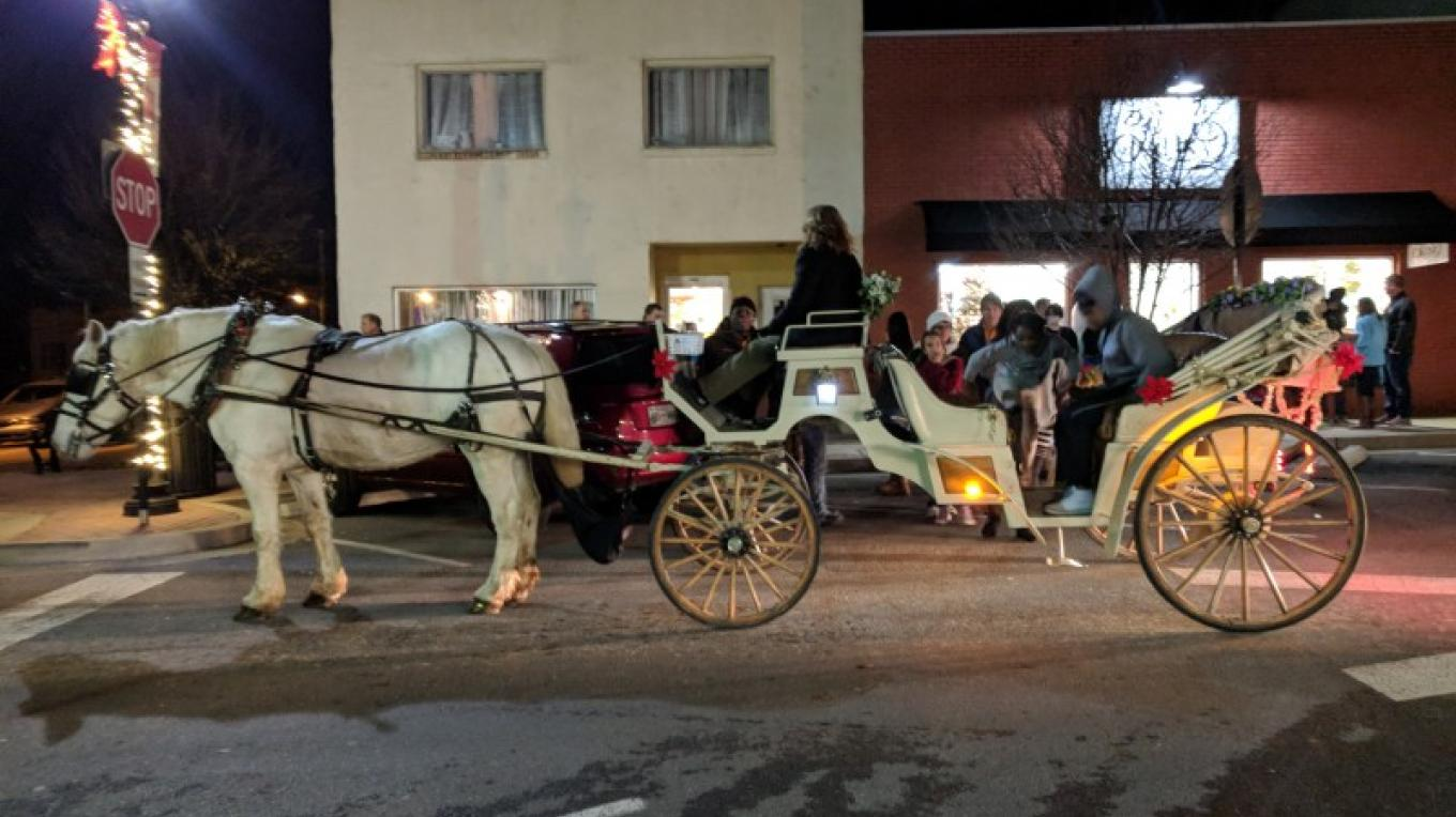 Free Carriage Rides by Sugar Creek Carriages sponsored by Bank of Dickson – Esther Wood