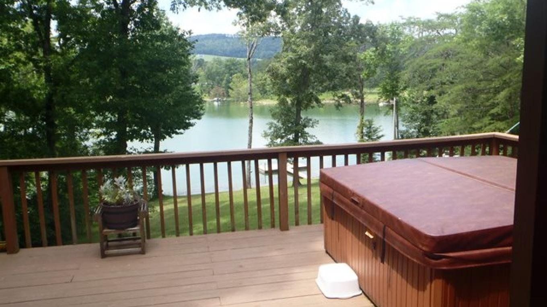 On Golden Pond 3 bedroom Lakefront near Straight Creek Dock – Kathy Nixon