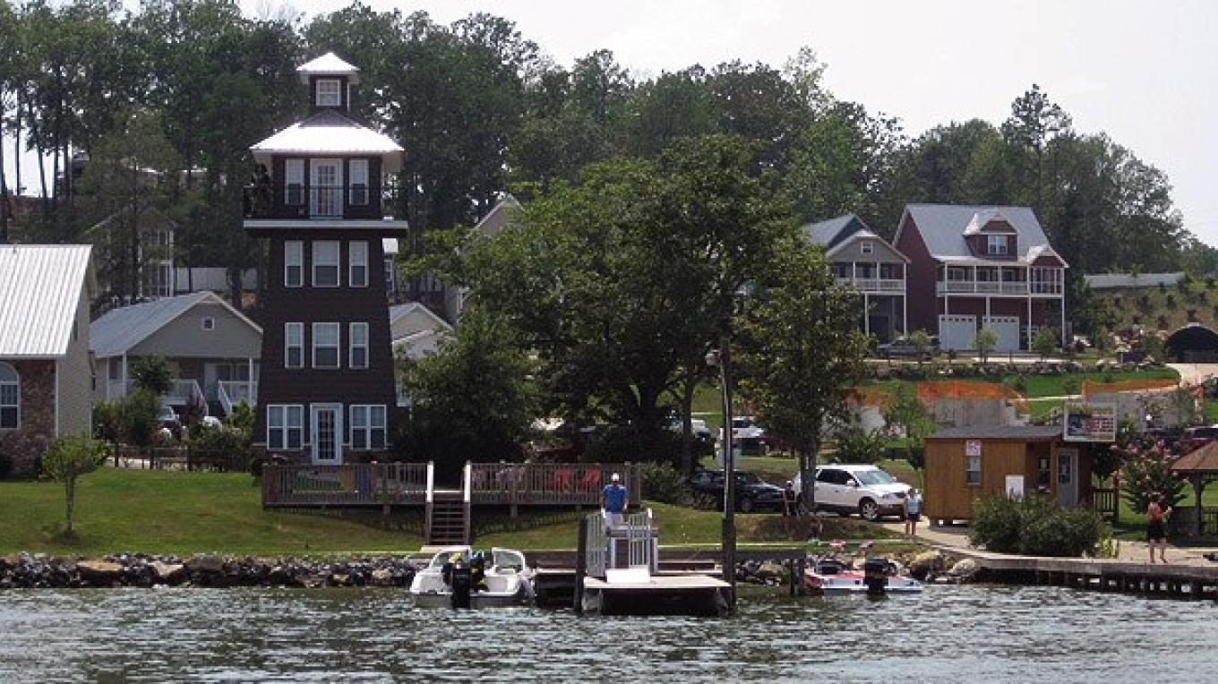 Chesnut Bay Resort located on the banks of Weiss Lake