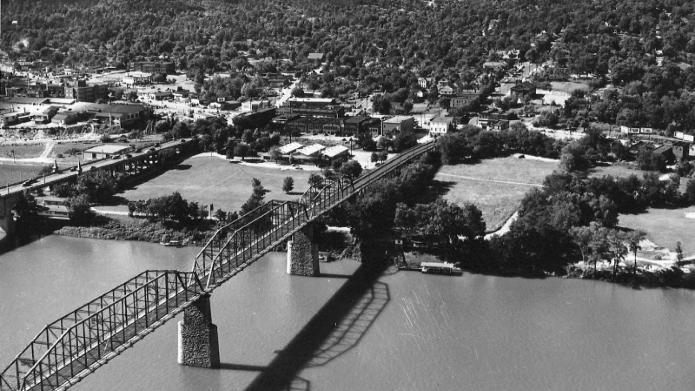 Chattanooga's Walnut Street Bridge circa 1960s. – Courtesy The Parks Foundation