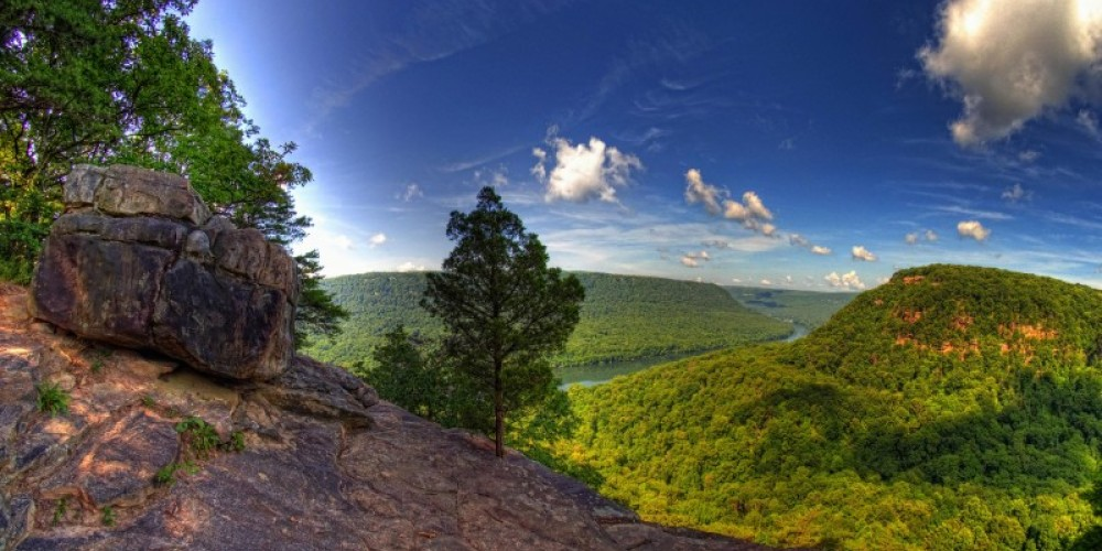 Photo taken near Signal Point, looking west into the Tennessee River Gorge. – Kevin Livingood