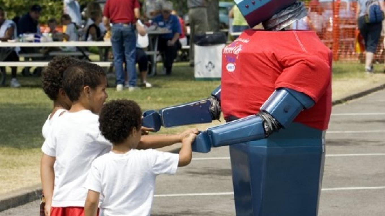 Robbie Robot talks to festival visitors all day – Explore Oak Ridge