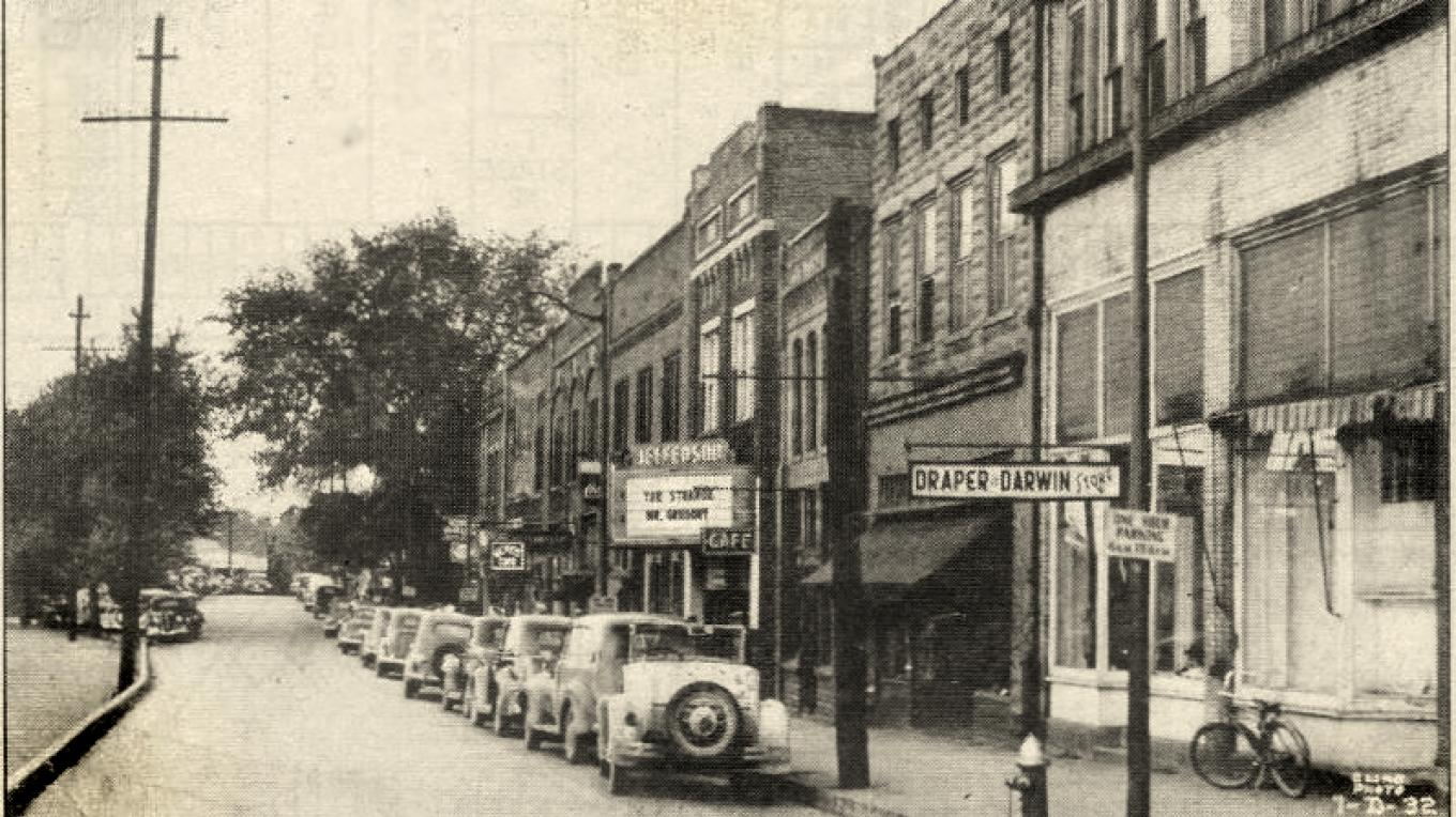 The bustling streets of the Historic Mossy Creek District in 1932 which was the home of two movie theaters on the same block. – unknown