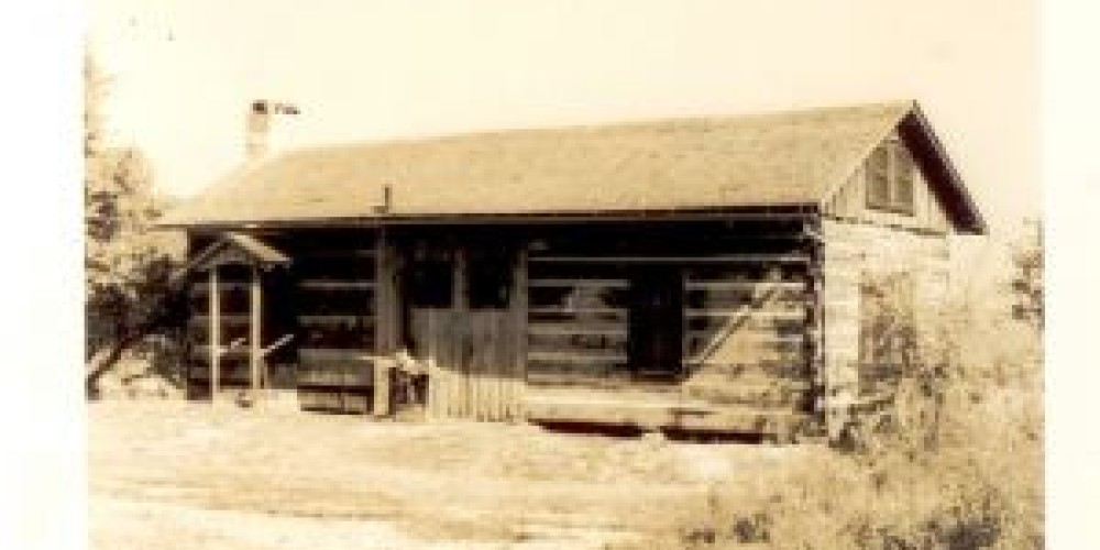 The Log Cabin, our most popular rental unit. The cabin dates back to 1801 and was moved to Big Bear in the late 1940's. – Archives