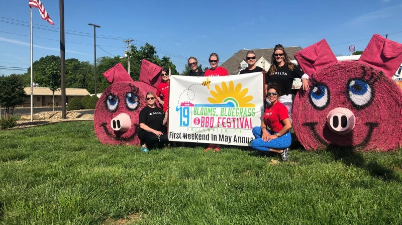 Hay bale art – City of Sweetwater
