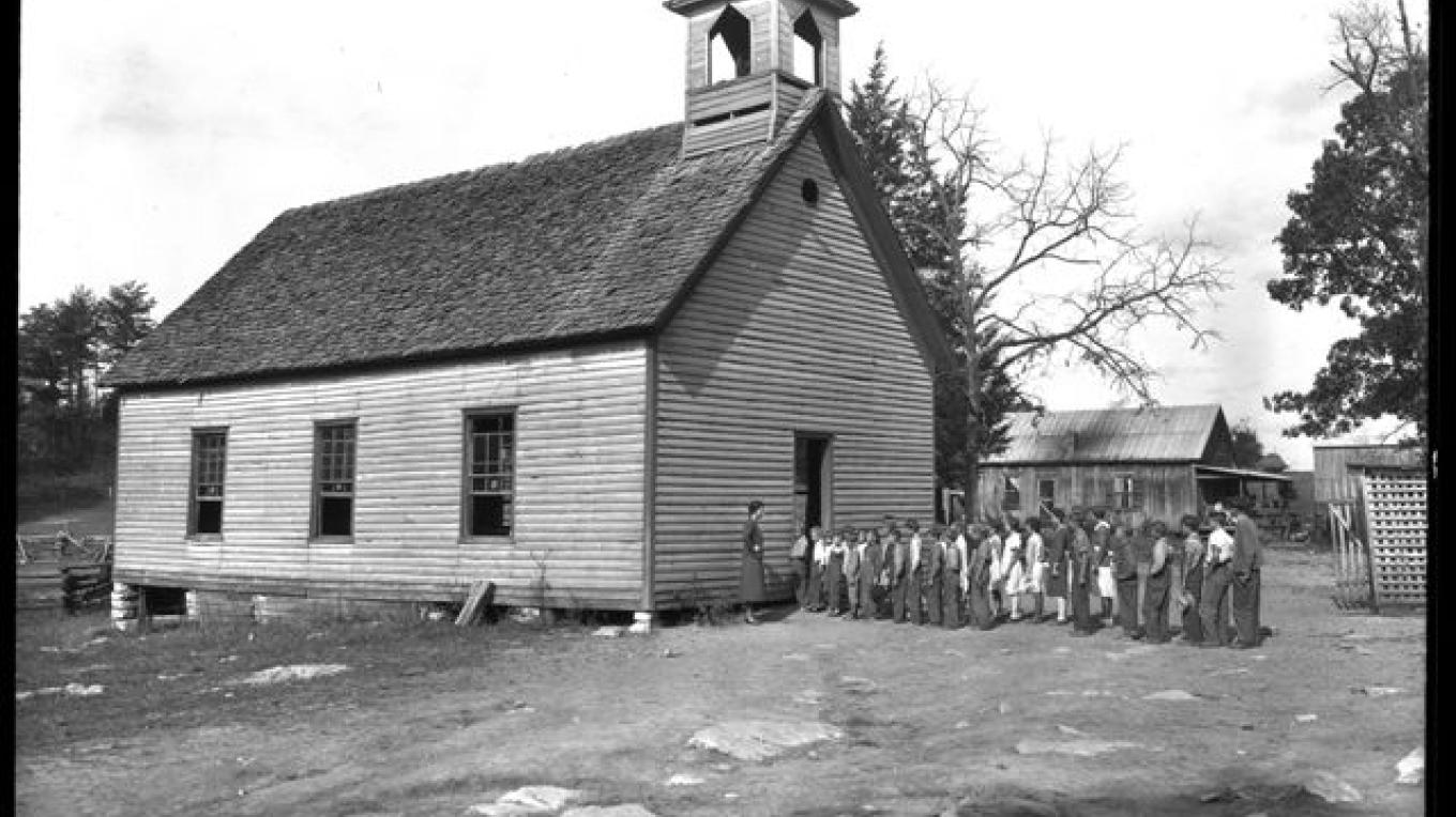This building served both as the school and church in Loyston. – Lewis Hine