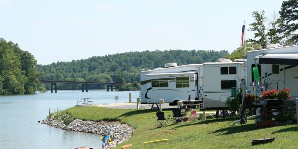 Lakeside RV sites at Caney Creek – Pam May