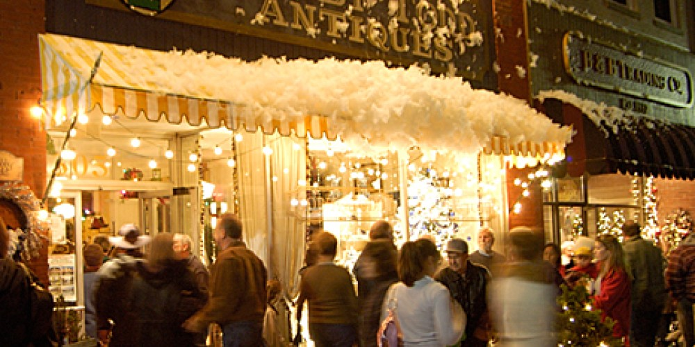 """""""Snow"""" falls at Bobby Todd during  """"A Small Town Christmas"""" festival"""
