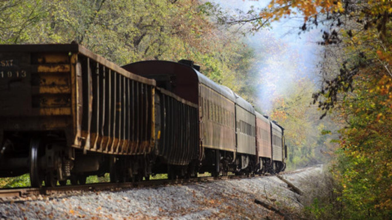 Train heading to the Loop – Tennessee  State Photographic Services