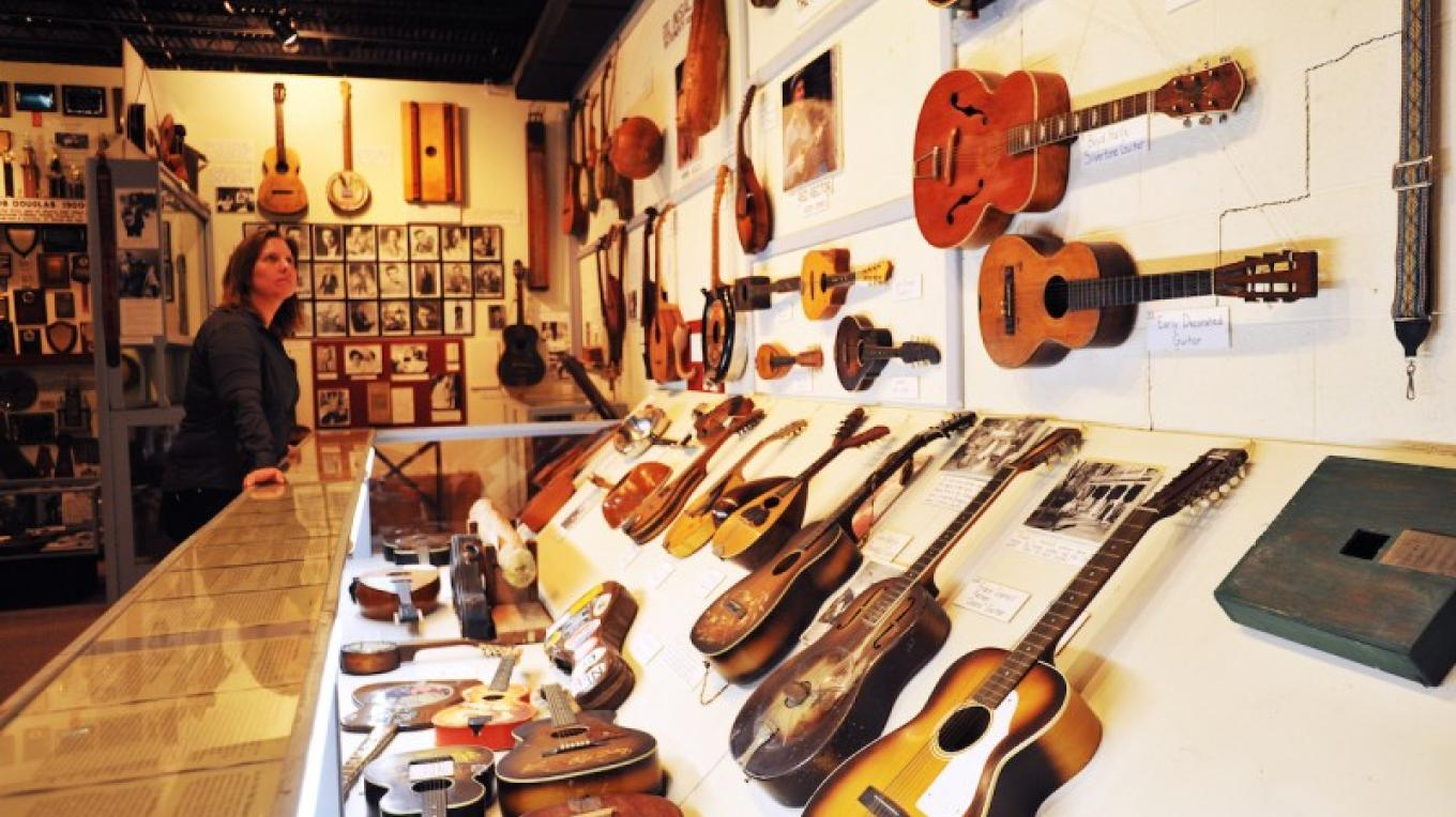Museum of Appalachia has an extensive collection of antique stringed instruments – Tennessee Tourism