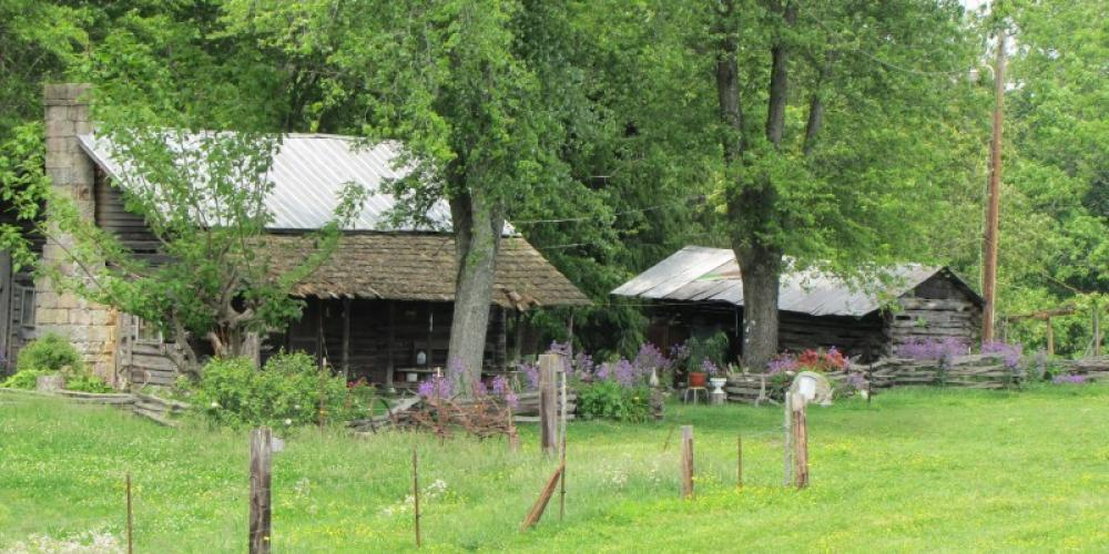 Graves Log House – Leon Graves