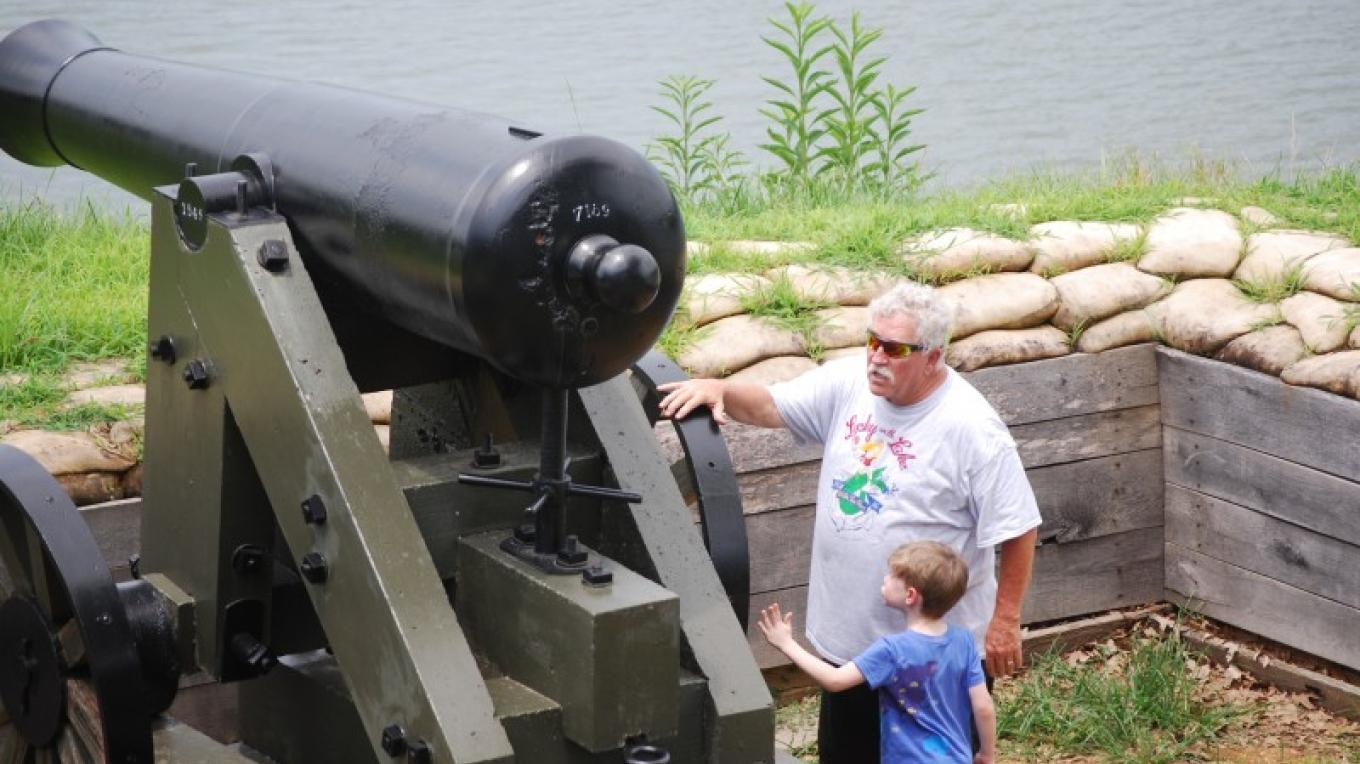 Fort Donelson National Battlefield is just 20 minutes away. – Swan Bay Cabins