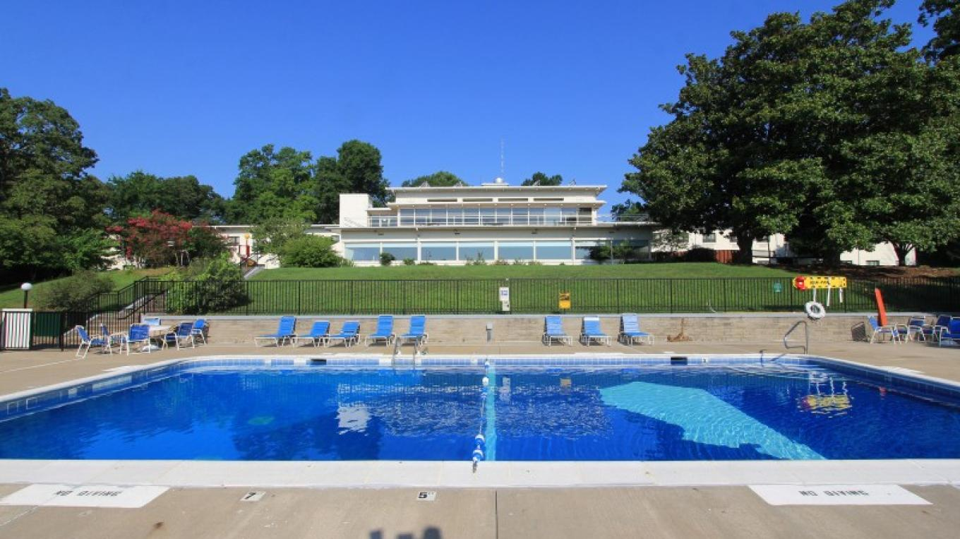 Outdoor Pool located behind the hotel – Kentucky State Parks