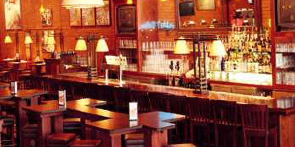 Enjoy the bar at Big River Grille – Chattanooga CVB