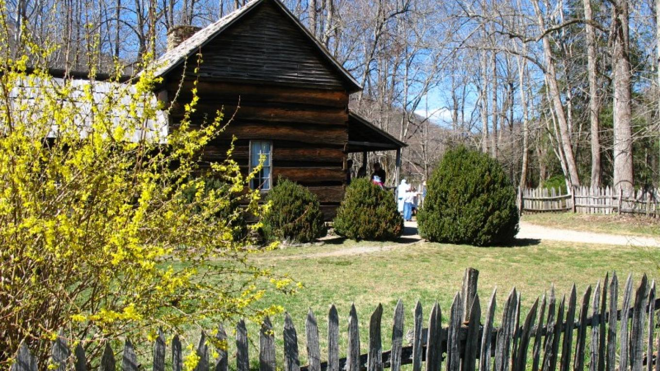 The Davis-Queen House on the Mountain Farm Museum – Kent Cave